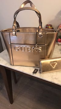 Guess rose gold purse and wallet set Toronto, M8V 1A1