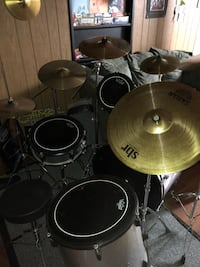 Drums with two toms and a floor tom. Bass drum and snare. Hihats as well. Single bass peddle. 5 Sabian crashes one Sabian ride and one sabian splash. Also has the two crashes that came with the kit. Remo pinstripe batter heads and a seat. All stands for c 321 mi