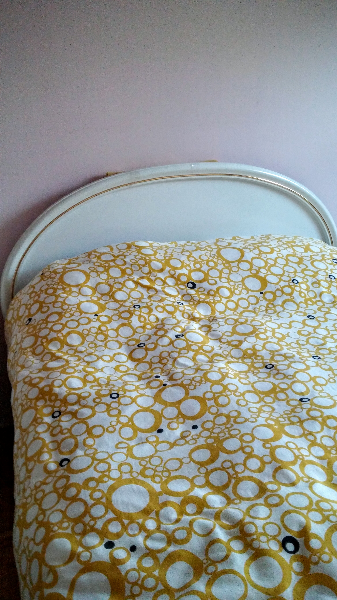 white and yellow duvet cover 556 km