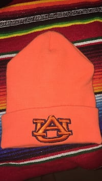 orange UA knit cap Tracy, 95376