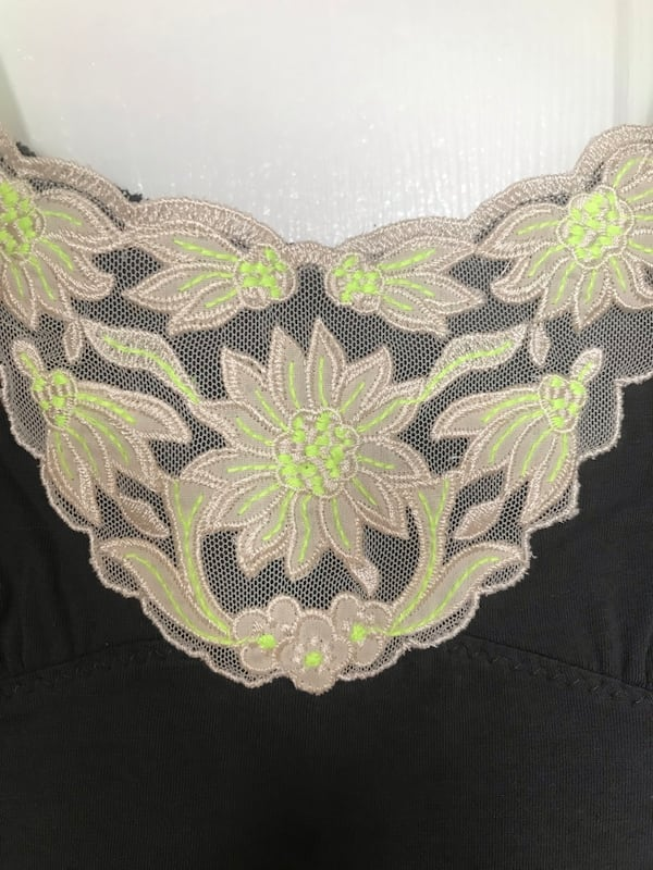 Embroidered tank top b7e00512-89e1-4846-8e78-d6253059b793