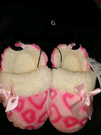 Size 6 slippers Clarksville