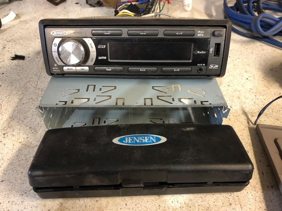 Photo Jensen car stereo & speakers & 16-18 ft amp wire. No amp though