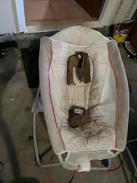 baby's white and brown bouncer El Paso, 79925