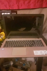 "Asus laptop 15"" screen mint condition and unlocked Edmonton, T5A 1R5"
