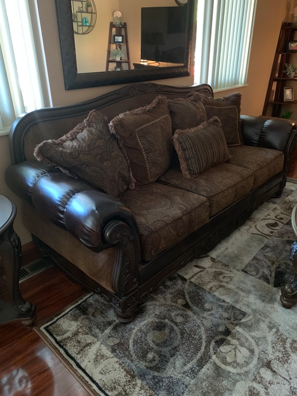 used ashley furniture full living room set wtables for
