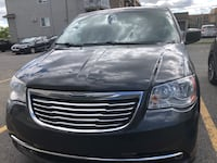 2011 Chrysler Town & Country Laval