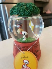 Charlie Brown musical snow globe .. Whitby, L1N 8X2
