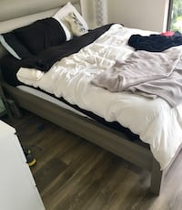 2 Beds Like new only 9 months old Toronto, M5S 2B8
