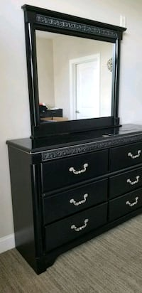 Dresser w/ mirror & Night stand w/ Lamp Chesapeake, 23322