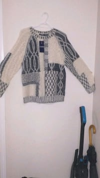 New Women's Chaps sweater - Large Brampton, L7A 0P5