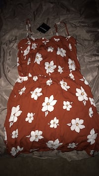 Red and white floral textile Indio, 92203
