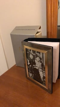 "Royal Limited two tone mini album frame. Holds 100 4""x6"" photos New"