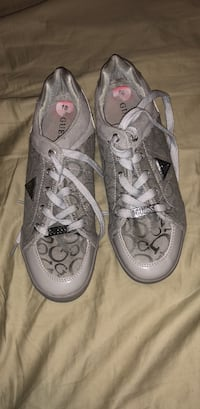 Pair of gray converse all star high-top sneakers Adelphi, 20783