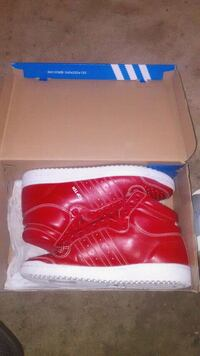 Red and white top tens size 11 Detroit, 48234