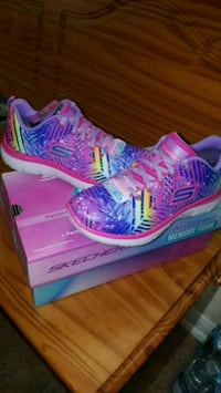 pair of blue-and-pink Nike running shoes 1189 mi