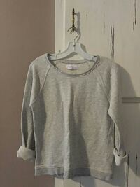 Soft & cozy basic sweatshirt. (size S) Windsor, N9A 3S6