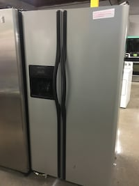 Frigidaire stainless steel side by side doors fridge in excellent cond