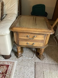 End table New Berlin, 53146