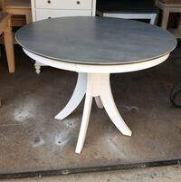 Beautiful round table. High Point, 27262