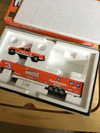 General Mills Wheaties 1:64 Dually with Show Trailer Etna, 43062