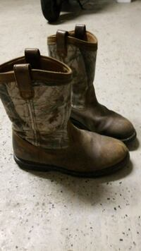 MENS SIZE 11 - pair of brown leather cowboy boots New Smyrna Beach