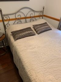 Queen bed with memory foam mattress Annandale, 22003