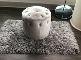 Tufted Accent ottoman & Rug