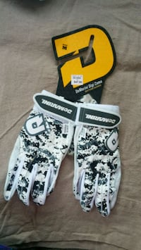 *BRAND NEW W/ TAG* Batting gloves. Vernon