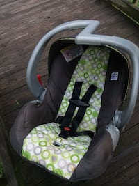 baby's white and black car seat carrier Phenix City, 36867