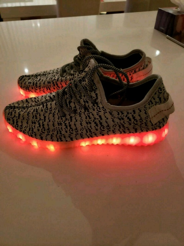 ec7113161155c Used unpaired black and red adidas Yeezy Boost 350 v2 for sale in ...