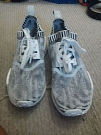 pair of gray-and-white Adidas sneakers Fontana, 92336