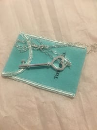 Brand new beautiful Tiffany & Co heart key necklace  Oakville, T1Y