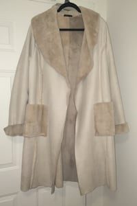 Italian coat size L/XL - has some marks on the bottom from inside car  London, N6H 4W1