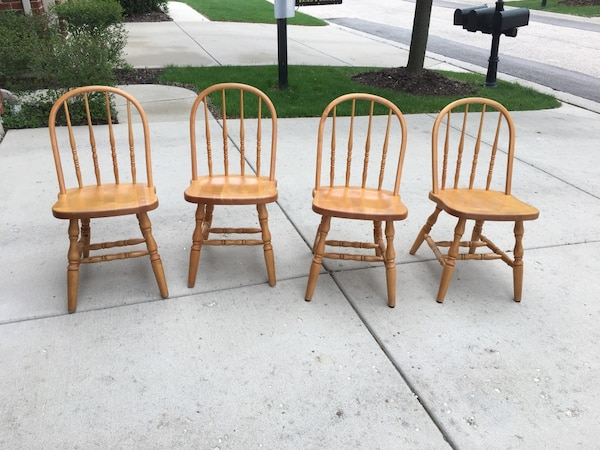 4 wood chairs pick up only