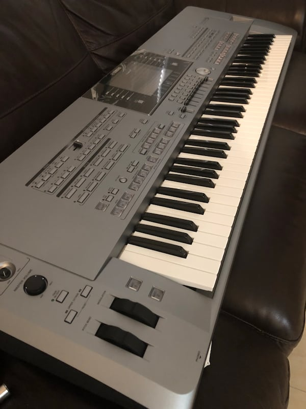 Keyboard- tyros 5 - 76 keys and stand. 354bd663-5783-41be-bc92-4d5b8e248f8f
