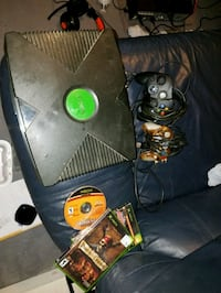 Modded original Xbox with two controllers  Poplar Bluff, 63901