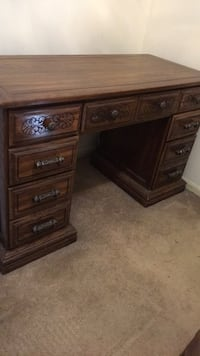 Desk, all wood, very good condition  Springfield, 22153