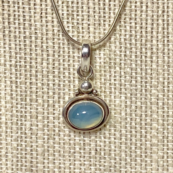 Vintage Sterling Silver Moonstone Pendant with Sterling Rope Chain a8d20b5d-13e7-4e6c-988c-544d596ba274