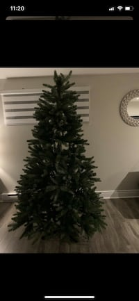 Christmas tree in good condition 6.5 feet