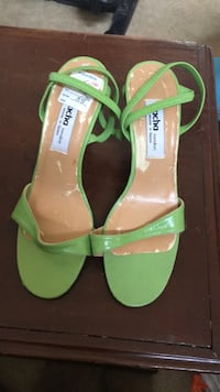 pair of green leather open-toe heeled sandals Alexandria, 22307