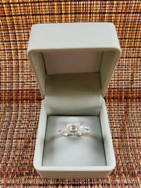 silver-colored ring with box Springfield, 70462