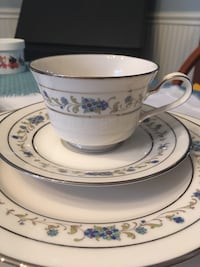service for 10 Noritake Forest Hill, 21050