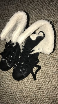 Size 8 women's converse with fur  Bowie, 20721
