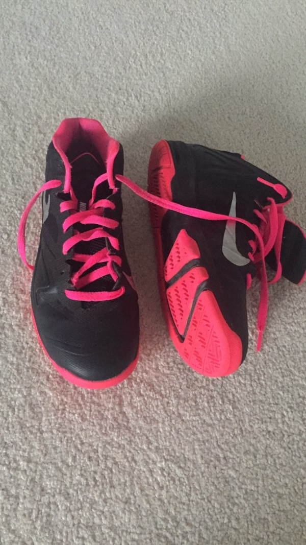 Youth basketball shoes size 6