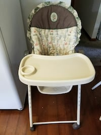 baby's white and gray highchair 862 mi