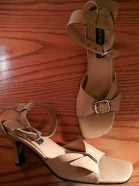 Open toe ladies strap shoes size 8 Toronto, M6L 1A4