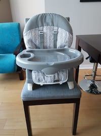 baby's gray and white high chair / booster seat Toronto, M5J