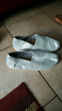 New Toms shoes London, N5W 5Z9