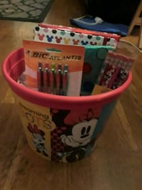 Disney popcorn bucket and diary set Bakersfield, 93305